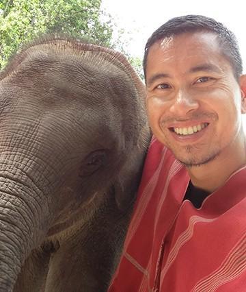Dr._Son_Nguyen_Elephant